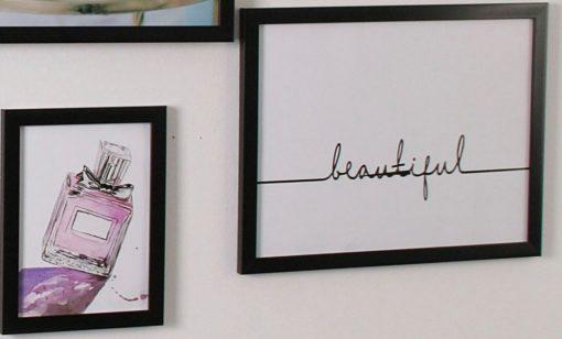Dwie grafiki na ścianę w czarnych ramkach