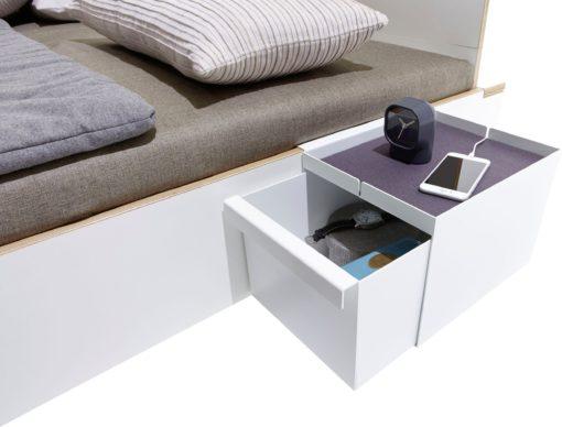 Dodatkowa metalowa szafka lub schowek do łózka