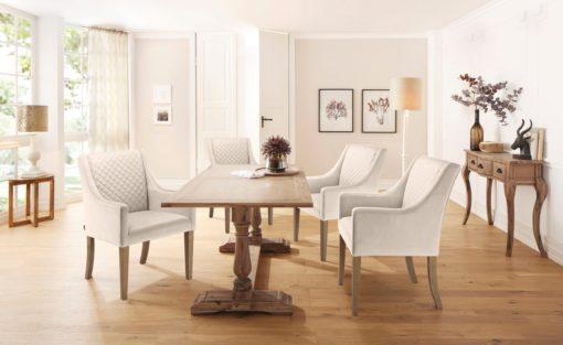 Elegancki kremowy fotel z pikowaniem na plecach
