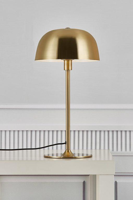 Stabilna metalowa lampa stołowa w kolorze mosiądzu
