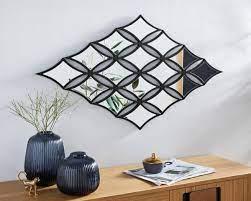 Ekstrawagancka dekoracja ścienna z elementami lustrzanymi