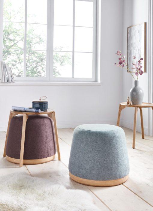 Dębowy stolik kawowy ze stołkiem w stylu skandynawskim