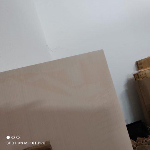 Przeszklona gablota w stylu ludwikowskim, kremowa