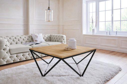 Elegancki stolik z dębowym blatem na metalowej ramie