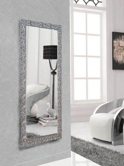 Duże lustro z niezwykłą srebrną ramą