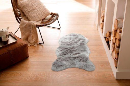 Szary puszysty dywan z długim włosiem 50x90 cm, jak futro