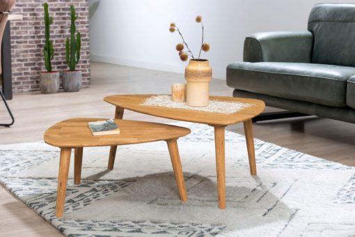Dębowy stolik w skandynawskim stylu, trójkątny kształt