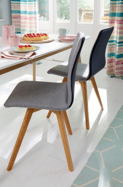 Szare krzesła, dębowe nogi krzyżak - 2 sztuki